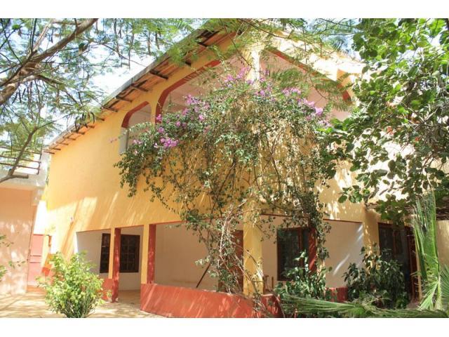 A louer maison meublée 5 chambres + jardin (Bango)