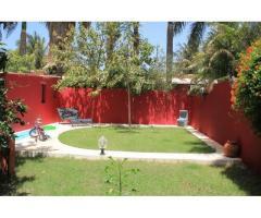 A vendre Maison (meublée) avec jardin (une chambre) à Bango